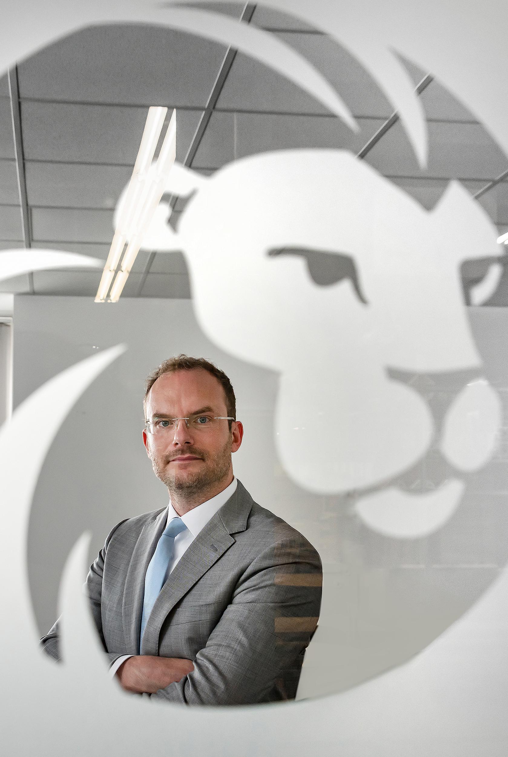 Dr. Daniel Henzgen